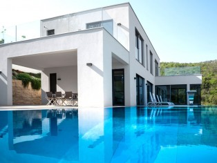 Imposing villa with infinity pool and breathtaking sea views 36