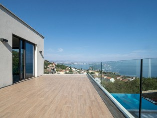 Imposing villa with infinity pool and breathtaking sea views 37