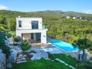 Imposing villa with infinity pool and breathtaking sea views 28
