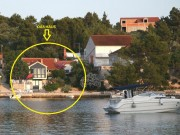 Holiday house on the shore with boat mooring in front of the house (SAH1582)